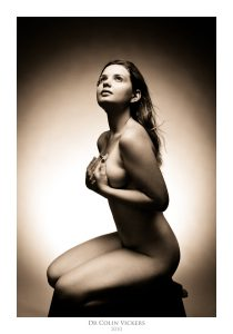 Fine Art Photographer Vienna - Nude Woman Sitting On A Box