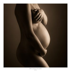 Fine Art Nude Photographer Vienna - Pregnant Woman Holding Stomach