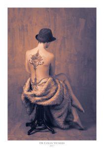 Fine Art Nude Photographer Vienna - Abstract Nude of Tattooed Sitting Woman in Painterly Style