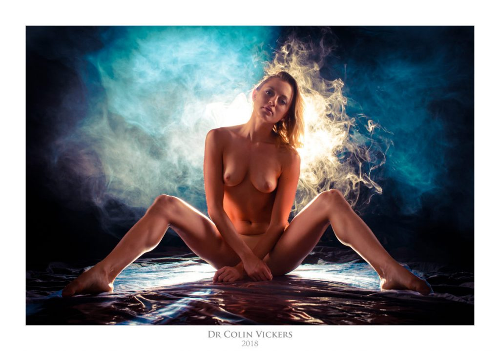 Photo Workshop Vienna - Smoke Nudes With Julia G - Sexy Wet Look
